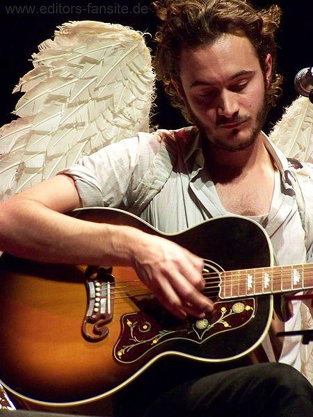 Tom Smith beim Smith & Burrows-Konzert, Babylon Berlin 2011 (Foto: Katrin Rohmann, CC 2.5 generisch, Namensnennung, Wikimedia)