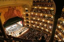 opera-594592__180