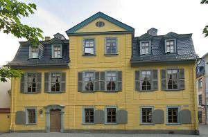 Schillers Wohnhaus in der heutigen Schillerstraße in Weimar (Bild Wikipedia von Andreas Trepte, CC 2.5-Lizenz)